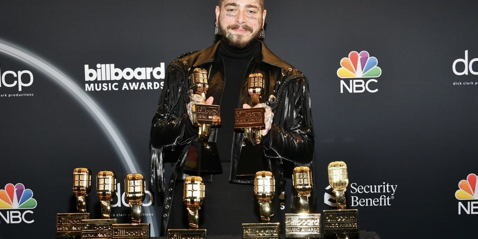 HOLLYWOOD, CALIFORNIA - OCTOBER 14: In this image released on October 14, Post Malone poses backstage at the 2020 Billboard Music Awards, broadcast on October 14, 2020 at the Dolby Theatre in Los Angeles, CA.  (Photo by Amy Sussman/BBMA2020/Getty Images for dcp )